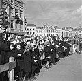 's-Hertogenbosch Kinderen en nonnen met vlaggetjes, Bestanddeelnr 900-4126.jpg