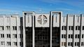 Выполненный в бетоне логотип БГУИР на вершине корпуса № 4.png