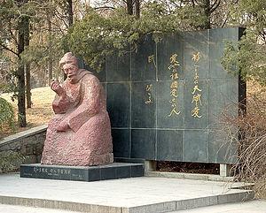 Wen Yiduo - Statue of Wen Yiduo at Tsinghua University in Beijing