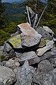 Геодезический знак на хр. Яворник - panoramio.jpg