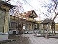Дом Лебедева (Екатеринбург Сакко и Ванцетти 25) слева, справа-Панова.JPG