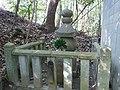 楠木正成首塚 羽曳野市駒ヶ谷(杜本神社境内) 2012.2.12 - panoramio.jpg