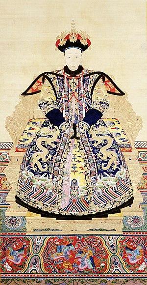Empress Xiaoyichun - Image: 清 佚名 《清高宗乾隆孝仪纯皇后朝服像》