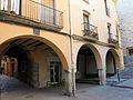 107 Plaça del Bo-bo (Monistrol de Montserrat), porxo i entrada al c. Sant Joan.JPG
