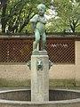 1180 Simonygasse 2a - Lindenhof - Zierbrunnen mit Bronzeputto von Fritz Zerritsch 1925 IMG 5367.jpg
