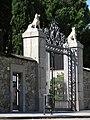 172 Santa Maria Reina, av. d'Esplugues 103 (Barcelona), reixa d'entrada.jpg