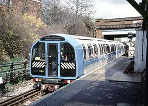 London Underground 1986 Stock - Image: 1986 Prototype Blue arriving South Ealing