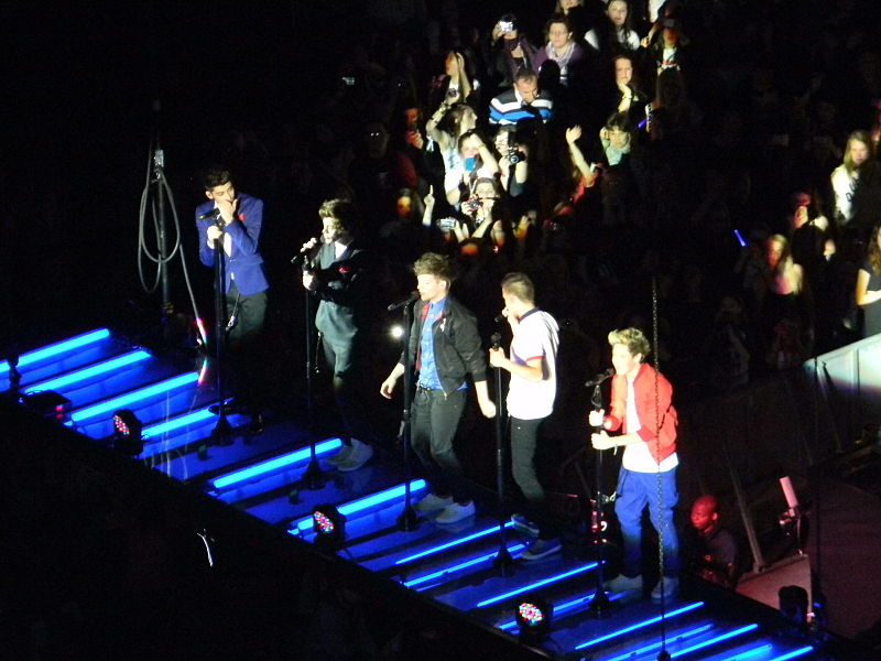 File:1D Take Me Home Tour.jpg