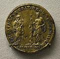 201209071747a Berlin Pergamonmuseum, Bronzemünze mit Koronis und Asklepios, Pergamon, kaiserzeitlich, VS Lucius Verus.161-169 u.Z.jpg