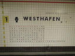 20141112 xl Standtansichten-Berlin--U-Bahnhof-Westhafen--ehemals-Bahnhof-Putlitzstrasse--Wandfliesen-mit-Zitate-der-Allgemeinen-Erklaerung-der-Menschenrechte--AEMR 1303
