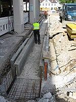2017-09-05, Kanal- und Gleiserneuerung auf der Freiburger Kaiser-Joseph-Straße, ein neues Bächle wurde betoniert.jpg
