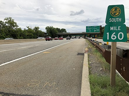 View south along the Garden State Parkway at milepost 160, just north of Interstate 80