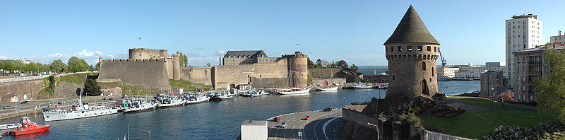 Panorama of the castle and the Tour Tanguy