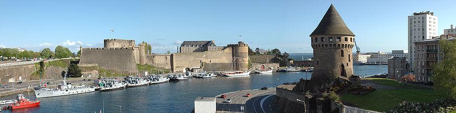 Udsigt over Brest fra Recouvrance-broen med slottet til venstre