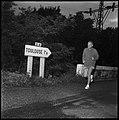 30.8.66. Le colonel Bigeard fait son footing quotidien à Lacroix-Falgarde (1966) - 53Fi5512.jpg