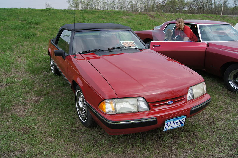File:88 Ford Mustang (8762105692).jpg