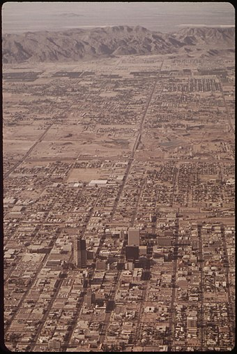 Phoenix in May 1972, with South Mountain in the background. AERIAL OF PHOENIX, ARIZONA. (FROM THE DOCUMERICA-1 EXHIBITION FOR OTHER IMAGES IN THIS ASSIGNMENT, SEE FICHE NUMBERS... - NARA - 553060.jpg