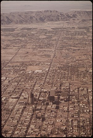 AERIAL OF PHOENIX, ARIZONA. (FROM THE DOCUMERICA-1 EXHIBITION FOR OTHER IMAGES IN THIS ASSIGNMENT, SEE FICHE NUMBERS... - NARA - 553060