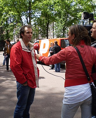 AT5 - A reporter from Amsterdam television station AT5 interviews city council party leader (Fractievoorzitter) Laurens Ivens.