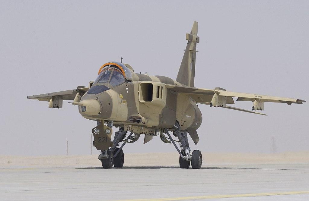 سلاح الجو السلطاني العماني يستعد لتدشين المجموعة الأولى من مقاتلات  (التايفون) و(الهوك) 1024px-A_Royal_Air_Force_of_Oman_Jaguar_taxies_towards_the_runway_at_Thumrait%2C_Oman._MOD_45143904