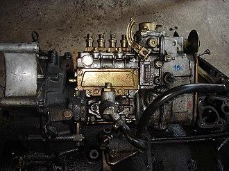 Mercedes-Benz OM601 engine - Image: A side view of OM601's engine diesel pump