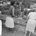 Afhalen van Josephine Baker in Frankrijk J B in tuin, Bestanddeelnr 912-6482.jpg