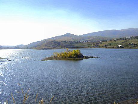 Aghbyurak Reservoir, Hrazdan (4).jpg