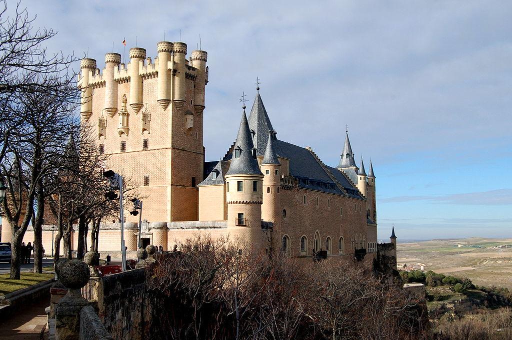 https://upload.wikimedia.org/wikipedia/commons/thumb/9/91/Alcazar_de_Segovia.JPG/1024px-Alcazar_de_Segovia.JPG