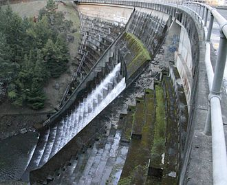 Alpine Lake (Marin County, California) - Alpine Dam and its spillway in 2013