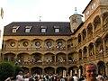 Altes Schloss - Innenhof mit Arkaden.jpg