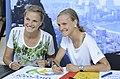 Anna und Lisa Hahner bei der Olympia-Einkleidung Hannover 2016 (Martin Rulsch) 04.jpg
