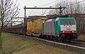 Apeldoorn E186 217 NMBS 2825 met Volvo trein (12502044115).jpg