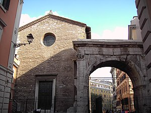 Santi Vito, Modesto e Crescenzia - Apse of church with  the Arch of Gallienus