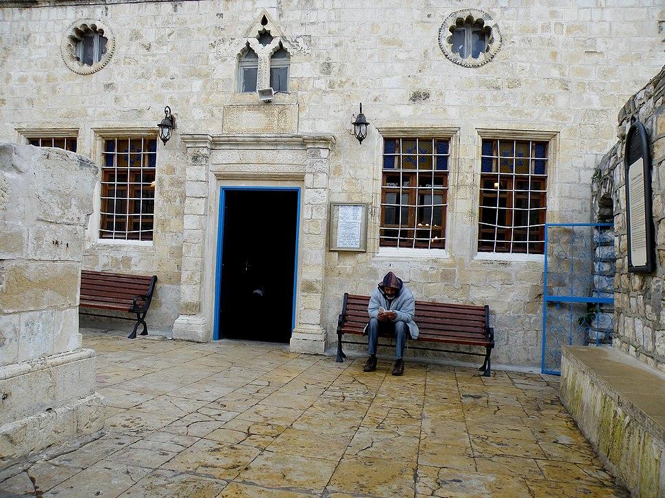 Ari Ashkenazi Synagogue, exterior