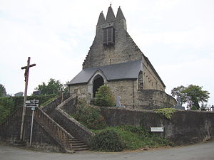 Aussurucq - The church with its Trinitarian steeple, facade, and steps
