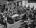 Auto van Hitler met een imitatie door Charlie Chaplin, Bestanddeelnr 902-2833.jpg