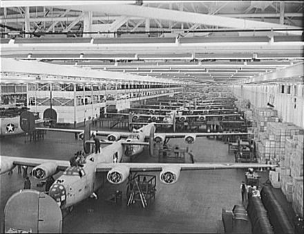 B-24s under construction at Ford's Willow Run line, 1942 B-24 bomber at Willow Run.jpg