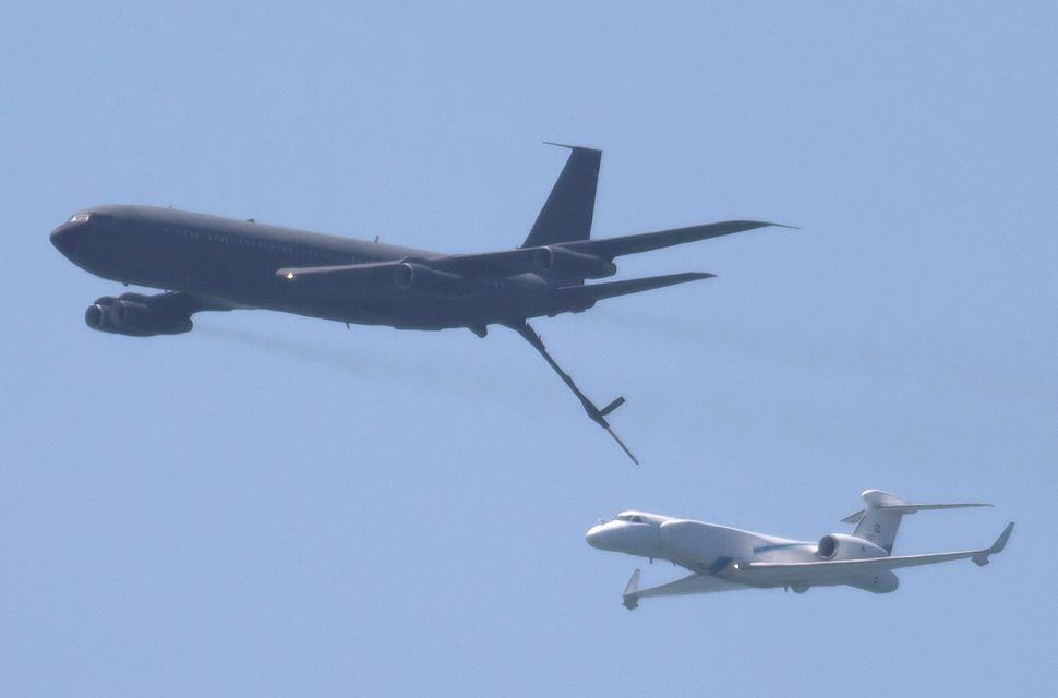 B707 IAF Refulling 537 Gulfstream