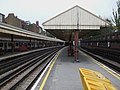 Barons Court stn westbound Piccadilly look east.JPG