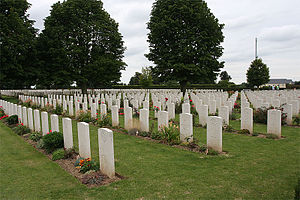 Bayeux Commonwealth War Graves Commission Cemetery - Image: Bayeuxcemetery 11