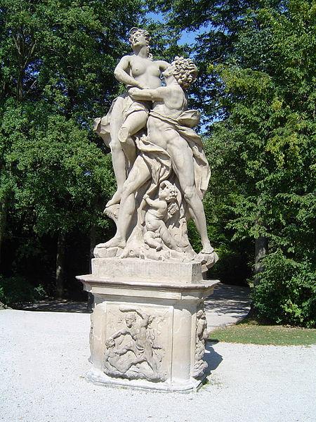 File:Bayreuth 12.09.06, Eremitage, Gartenskulptur Raub der Sabinerinnen (03).jpg
