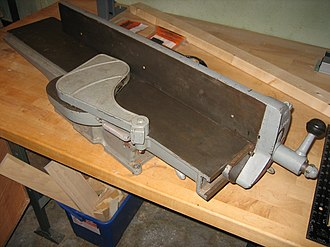 Jointer - Bench top jointer. Has shorter feed tables, though the width of this model makes it a useful short work piece surface planer.
