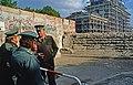 Berlin-Berliner Mauer-Brandenburger Tor-Grenze-April 1990.jpg