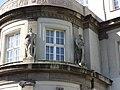 Berlin-Plänterwald Rathaus Treptow Bürgertugenden Stärke und Weisheit.JPG