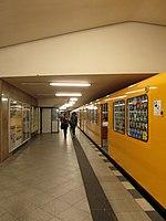 Berlin - U-Bahnhof Turmstraße (9487980139).jpg
