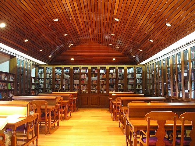 640px-Biblioteca_de_la_Academia_de_Artil