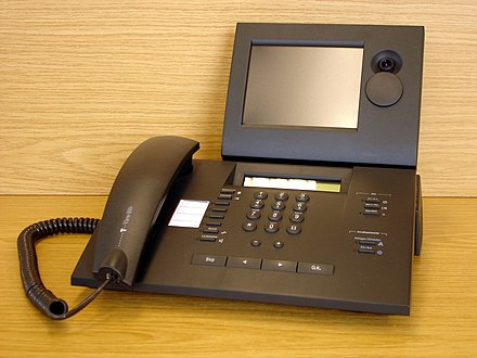 Deutsche Telekom T-View 100 ISDN-type videophone meant for home offices and small businesses with a lens cover which can be rotated upward to assure privacy when needed (2007). Bildtelefon T-View 100.JPG