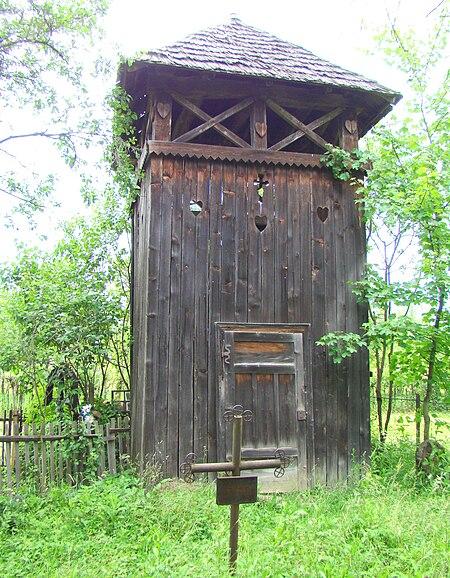 Fișier:Biserica de lemn din Lăpus (29).JPG