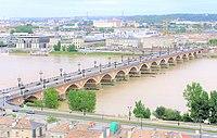 Bordeaux - Pont de Pierre vu depuis la flèche Saint Michel V2.jpg