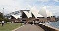 Botanic Gardens approach to Sydney Opera House 2, jjron, 03.12.2010.jpg